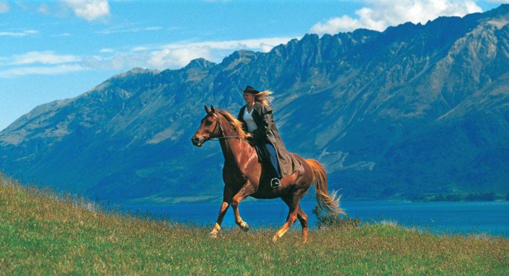 CroppedFocusedImageWyIxNzIwIiwiOTM1IiwiNTAtNTAiXQ-466-person-horse-riding-southern-1