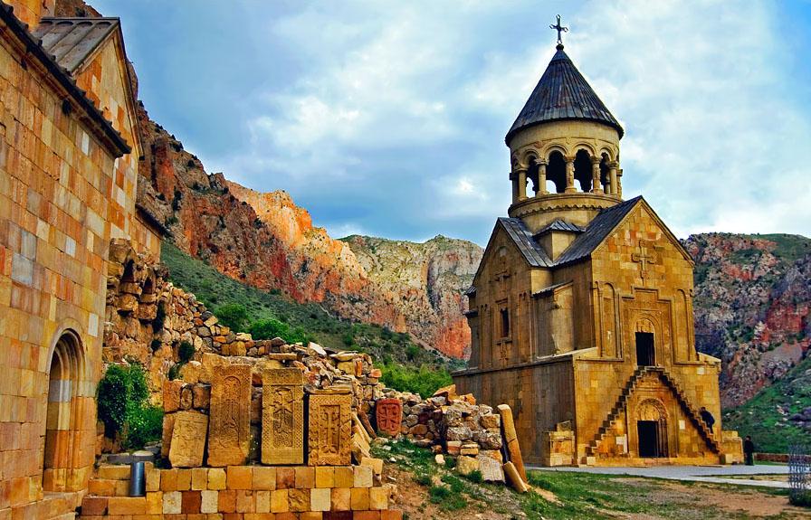 Noravank-Monastery1