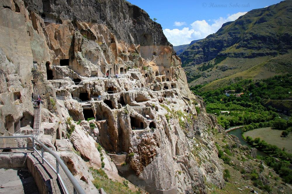 Varzdzia-Cave-City-1